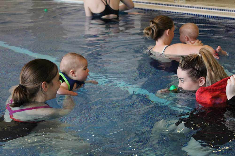 Baby swimming lessons Tilehurst, Reading - Photo of a swimming lesson in progress with parents and babies.